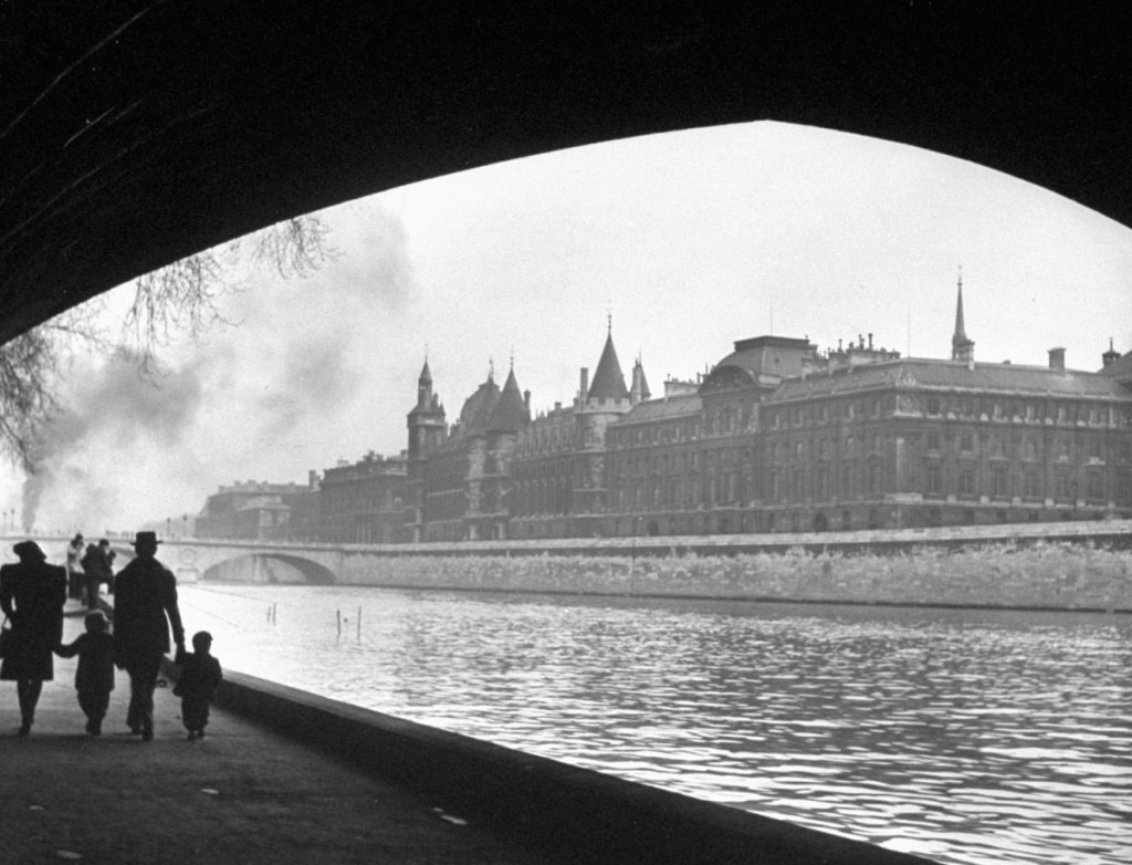 131121-paris-1946-concierege-13
