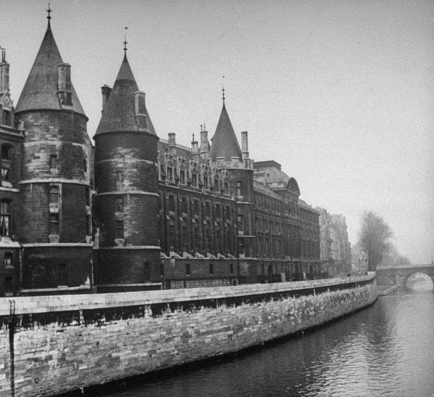 131121-paris-1946-palais-de-justice-16