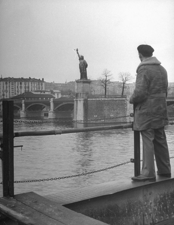 131121-paris-1946-statue-of-liberty-10