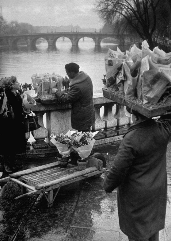131121-paris-1946-vendors-14